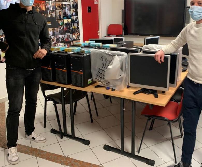 L'association NOUAS prépare le matériel pour la livraison