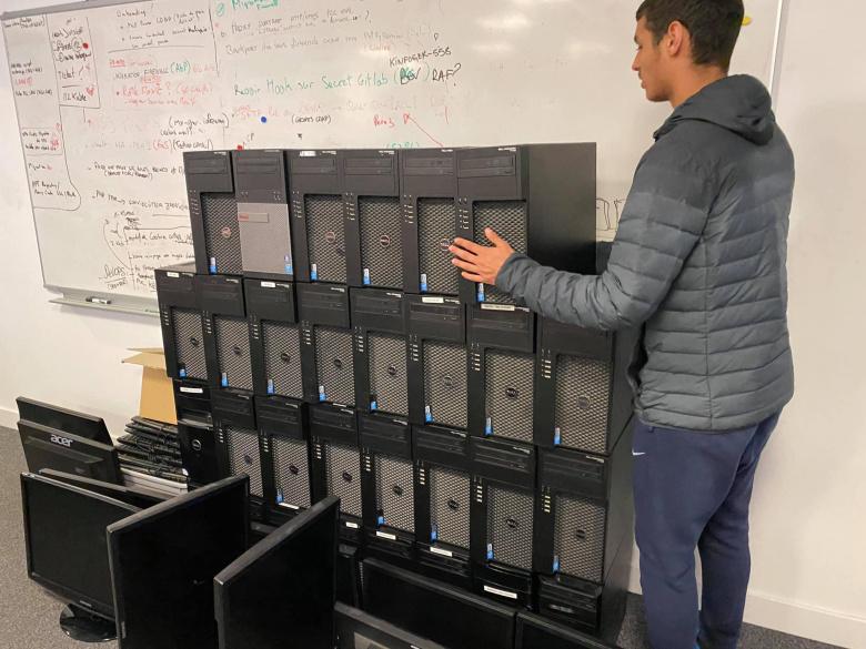 Accès à l'emploi et aux droits: KALIOP donne du matériel informatique