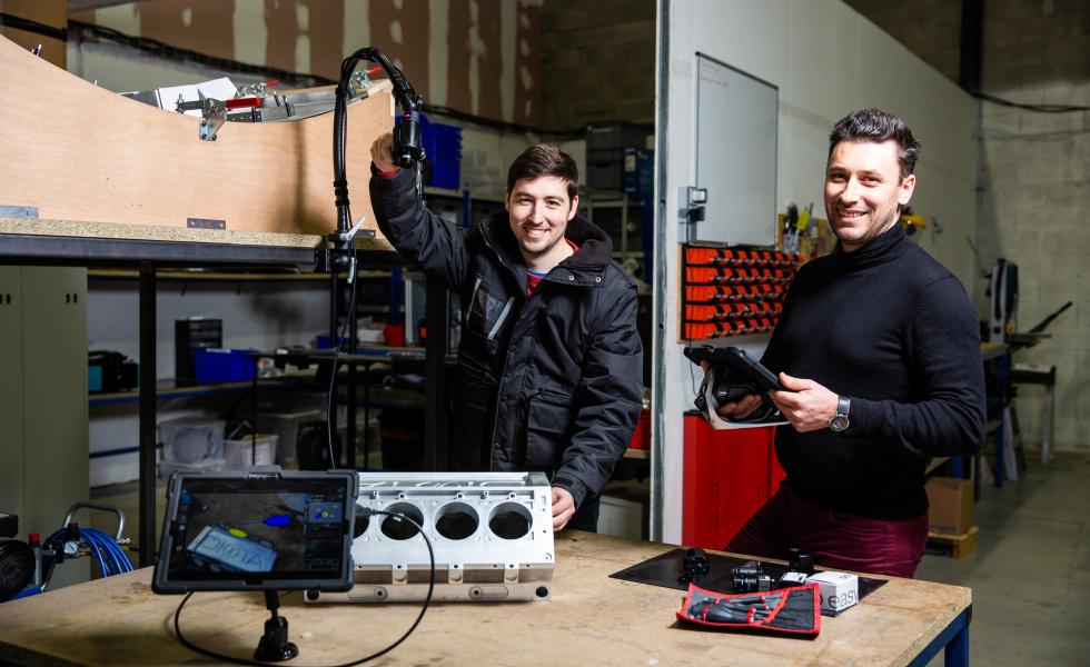 Ludovic Perrier (à droite), directeur des opérations de Diota, avec Vincent Thibeaut responsable de production (à gauche). @David Richard