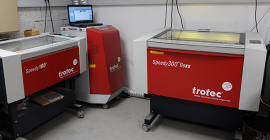 Photo de l'espace machines laser dans l'atelier TGL Création