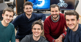 L'équipe talentueuse de Bloom Pictures : de gauche à droite, Lucas Navarro, Théophile Dufresne, Victor Caire (au milieu, devant), Florian Babikian et Gabriel Grapperon. @bastien defives