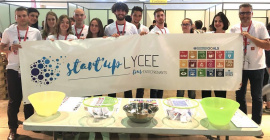 Start'up Lycée est un programme de 48 heures organisé dans un lycée, qui permet aux élèves accompagnés par leurs professeurs et des entrepreneurs locaux de créer une entreprise innovante.