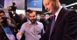 Benjamin Chalande, Dirigeant de LUNDI MATIN présente l'application de caisse tactile RoverCash à Bruno Le Maire